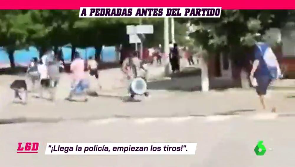 Pelea a pedrada limpia en la previa de un partido en Argentina