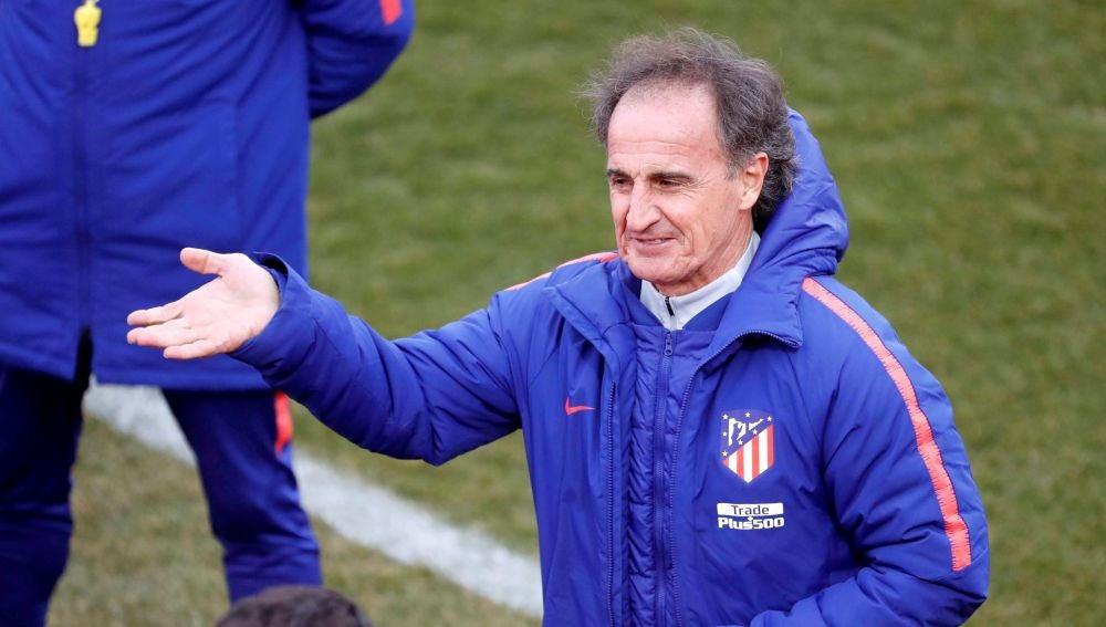'El Profe' Ortega, durante un entrenamiento del Atlético de Madrid