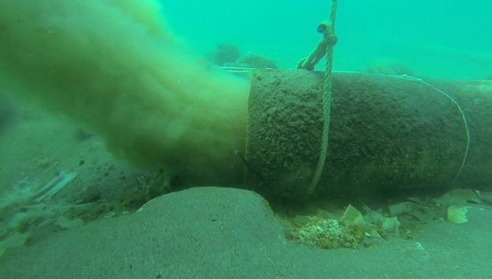 Nueve toneladas de toallitas cubren el fondo marino de las playas malagueñas