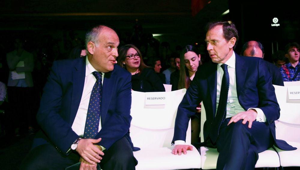 Javier Tebas conversa con Butragueño en un acto en Madrid