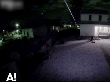 Una cámara de seguridad graba a un posible ovni sobrevolando el cielo