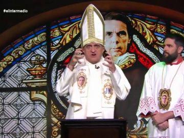 El genial guiño de Wyoming a Pulp Fiction en su homilía como papa de la iglesia Aznariana