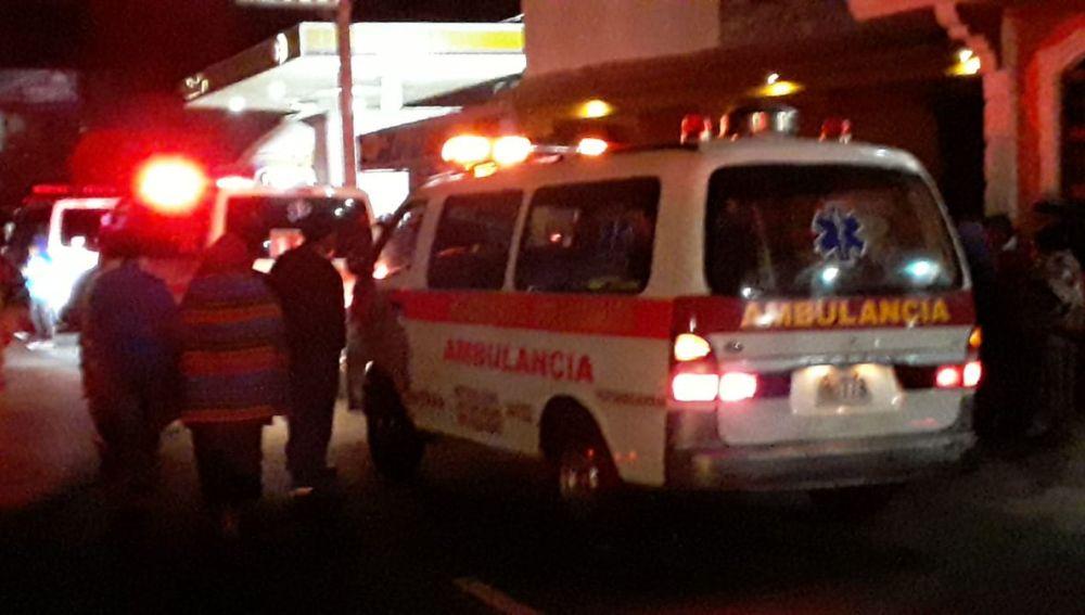 Ambulancia en el lugar del suceso en Sololá, Guatemala.