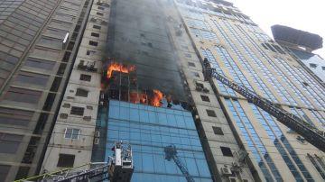 Incendio en un rascacielos de Balngladesh