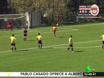 Un niño lanza fuera un penalti porque le parece injusta la decisión del árbitro