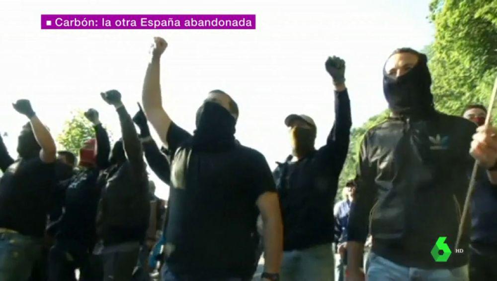 """La lucha de los mineros para evitar la muerte del carbón: """"Estamos defendiendo nuestro pan"""""""
