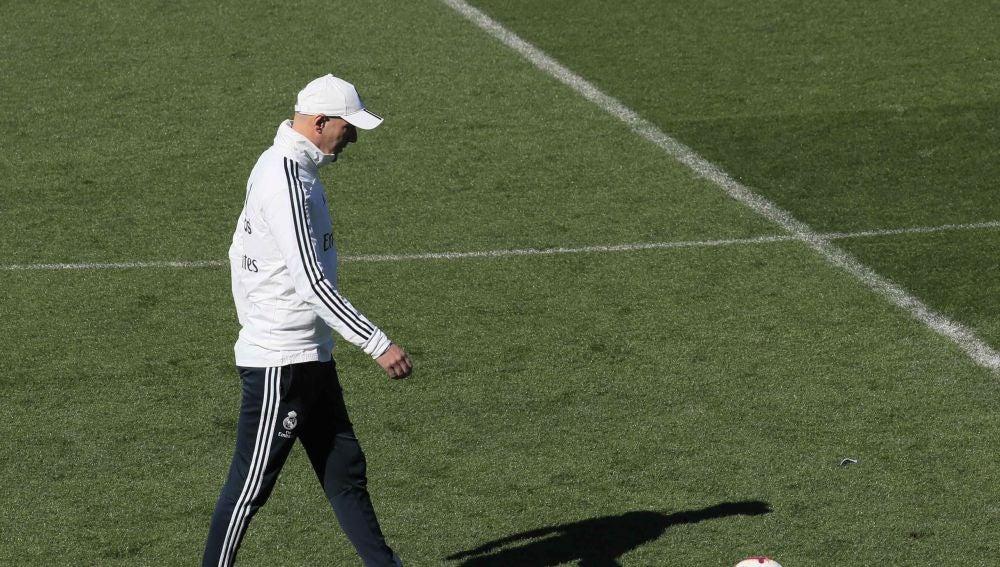 Zidane dirige un entrenamiento del Real Madrid
