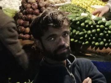 Rozi Khan, el camarero pakistaní con gran parecido al actor Rozi Khan.