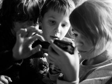 Niños con smartphones
