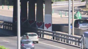 Imagen de los grafitis pintados por una joven en Madrid