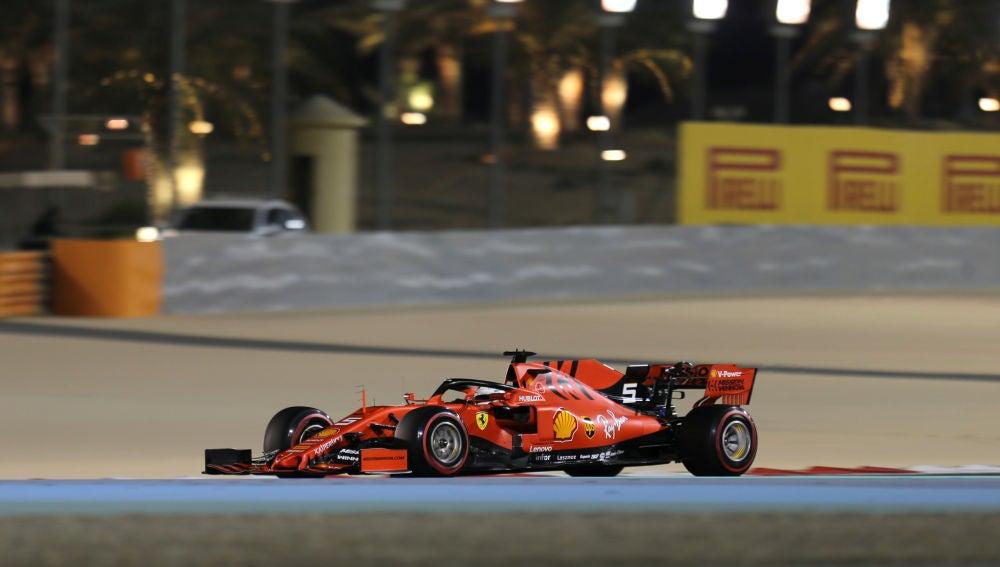 Sebastian Vettel rueda en el circuito de Sakhir