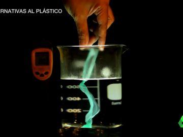 Bolsas que se disuelven o cubiertos de madera: las alternativas al plástico que inunda nuestros mares