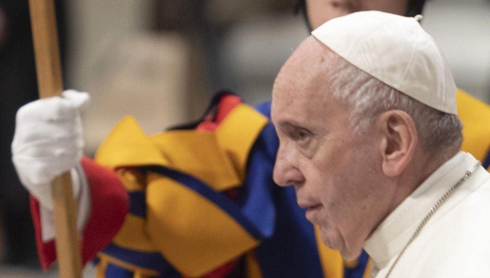 El papa Francisco durante una celebración penitencial en la basílica de San Pedro