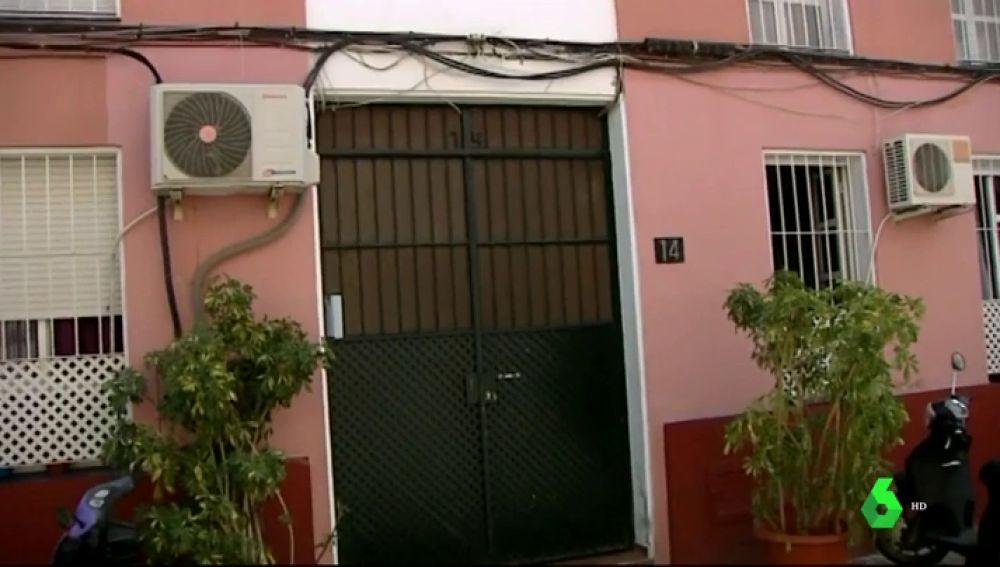 Hallan el cadáver de un joven con signos de extrema violencia por arma blanca en Málaga