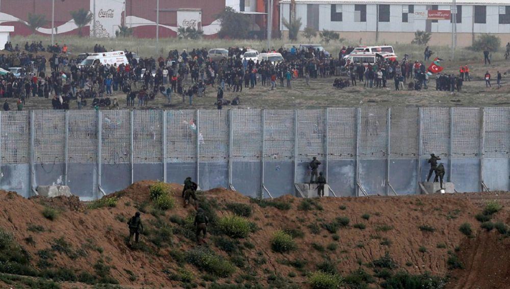 Miles de palestinos protestan en el primer aniversario de la Gran Marcha del Retorno en Gaza