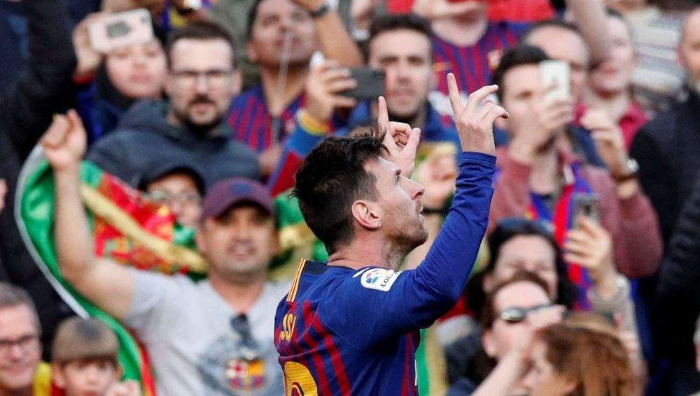 Messi celebra su gol de falta contra el Espanyol