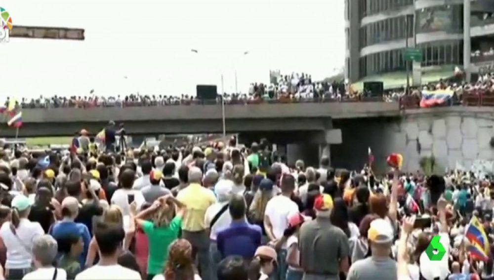 Partidarios de Juan Guaidó se movilizan en rechazo a los apagones que sufre Venezuela