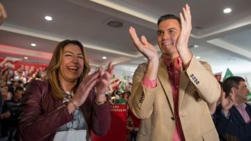 Pedro Sánchez con Susana Díaz en un acto político