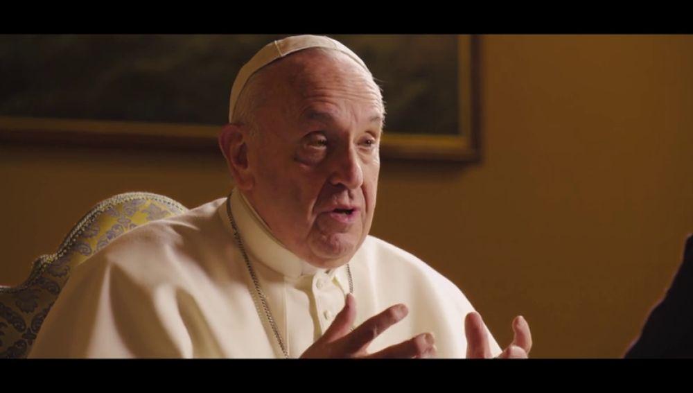 """El papa corrige su polémica reflexión sobre la lucha feminista: """"Todo feminismo tiene riesgo de transformarse en un machismo con falda"""""""