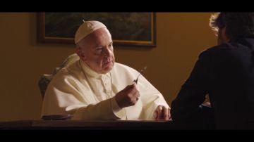 """El papa Francisco reflexiona sobre inmigración con una concertina en sus manos: """"El mundo se olvidó de llorar"""""""