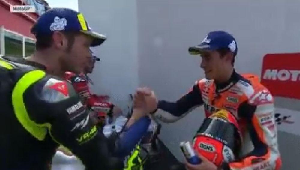 Rossi y Márquez se dan la mano tras el GP de Argentina