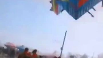 Ciclón mortal en China: varios castillos hinchables salen volando dejando dos niños muertos