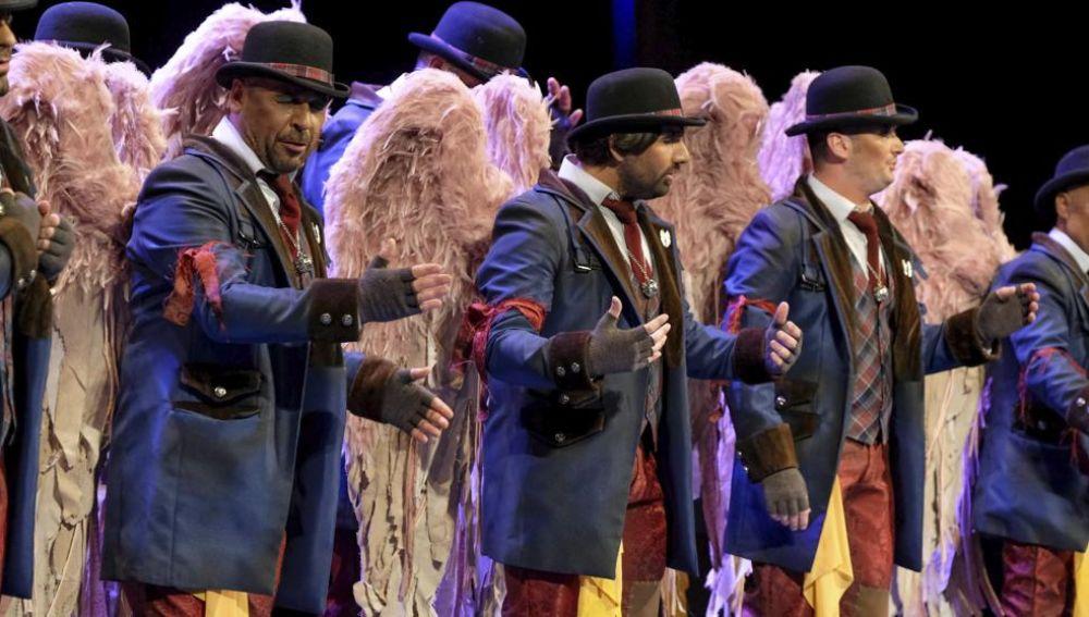 La comparsa 'Los Carapapas' cantando 'Los ángeles de la guarda'.