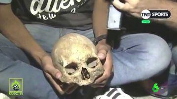 Un aficionado de Racing desentierra el cráneo de su abuelo para celebrar la Superliga argentina