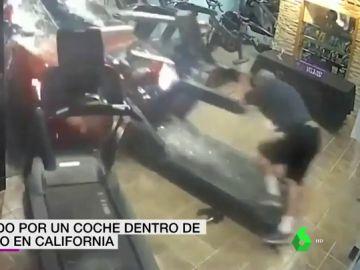 Un hombre es arrollado por un coche mientras practicaba ejercicio dentro de un gimansio