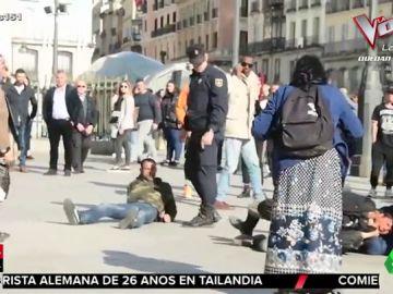 VÍDEO REEMPLAZO | La brutal patada de un policía para disolver una pelea en la Puerta del Sol