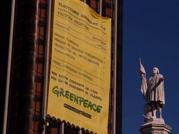 Pancarta desplegada por Greenpeace en Colón