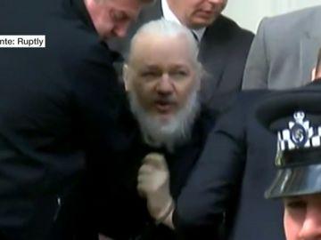 Julian Assange, el hombre que desveló los grandes abusos de poder silenciados y se convirtió en el objetivo de la justicia norteamericana