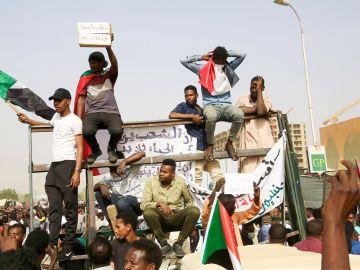 Manifestantes en las protestas de Jartum, Sudán.