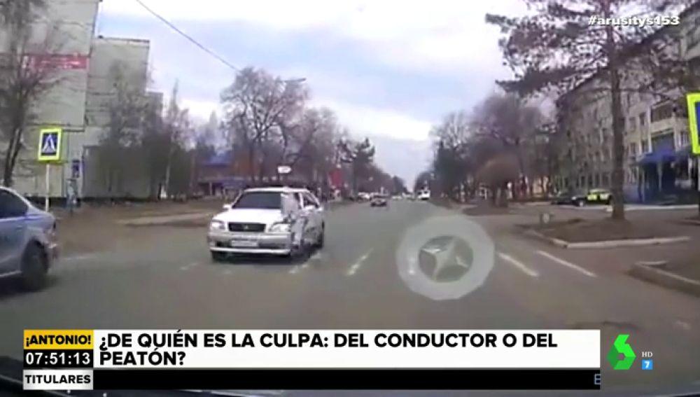 Un coche atropella a un peatón