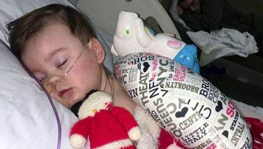 El caso del bebé al que los médicos desconectaron para que dejara de sufrir contra la voluntad de sus padres