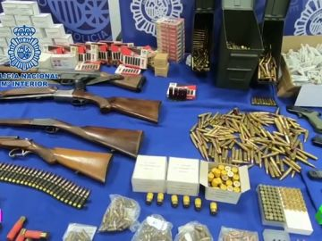 La policía desmantela en Córdoba un taller clandestino para modificar armas de fuego