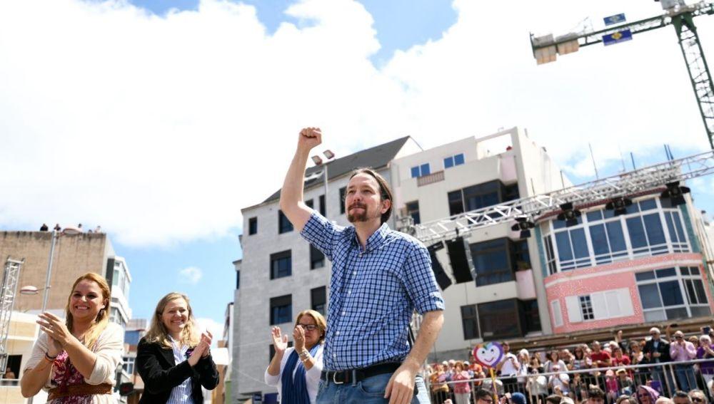 Pablo Iglesias se hace un lío y se confunde de bandera