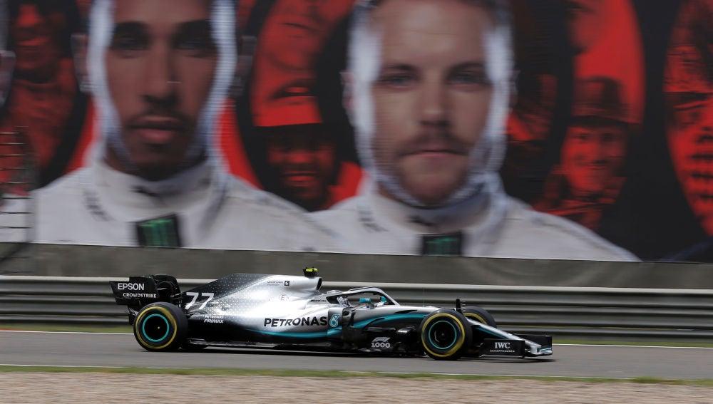 Valtteri Bottas rueda durante el GP de China