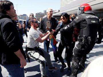 Intervención de la Ertzaintza a la salida de un acto de Santiago Abascal