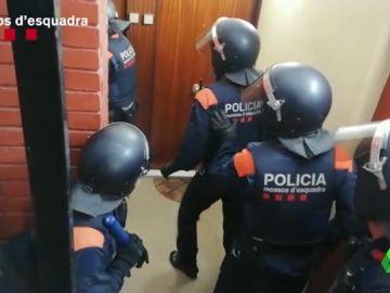 Detenidos cuatro hombres acusados de atracar a taxistas con violencia