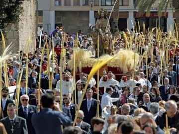 Comienza la procesión de las palmas blancas de Elche, reconocida como bien de Interés Turístico Internacional