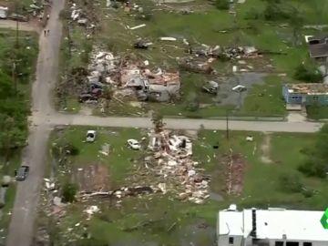 Al menos dos niños muertos y decenas de heridos tras el paso de un tornado por el este de Texas