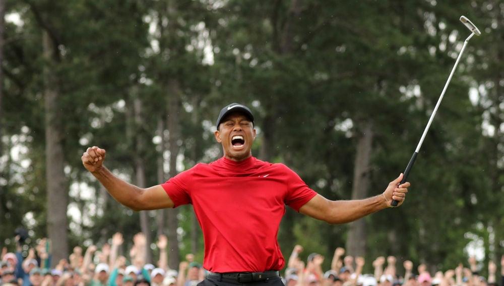 Tiger Woods celebra su victoria en Augusta