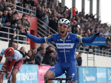 Philippe Gilbert celebra su victoria en la Paris-Roubaix
