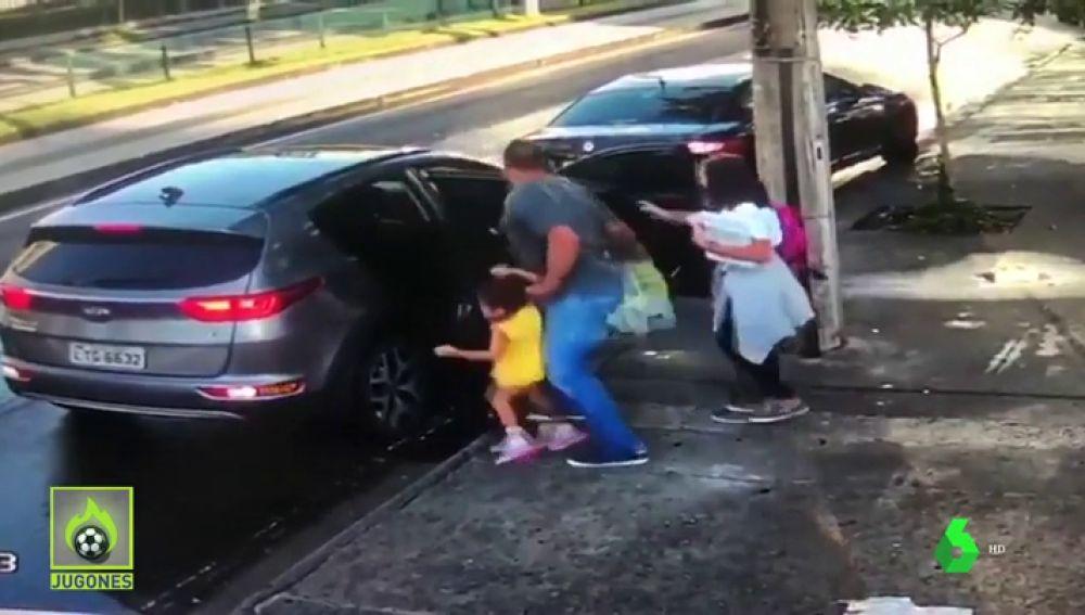 Moacir, exjugador brasileño, asaltado en plena calle en Brasil junto a sus hijas