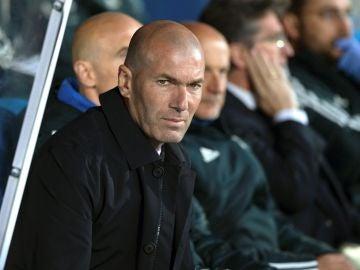 Zidane, en el banquillo de Butarque
