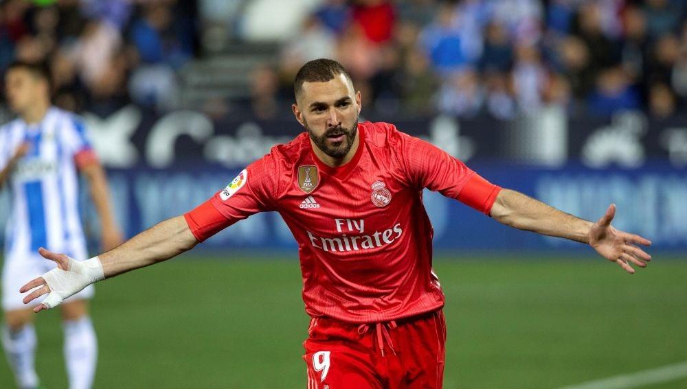 Benzema celebra su gol en Butarque