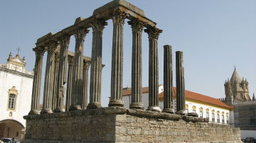 Templo romano, Évora