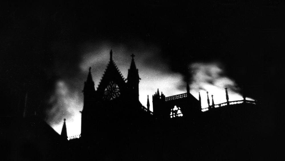 Incendio de la Catedral de León en 1966. Fotografías cedida por César Andrés.