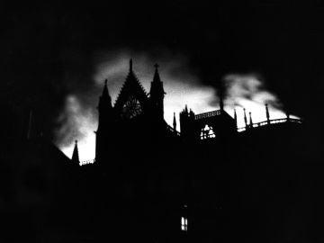 Incendio de la Catedral de León en 1966.